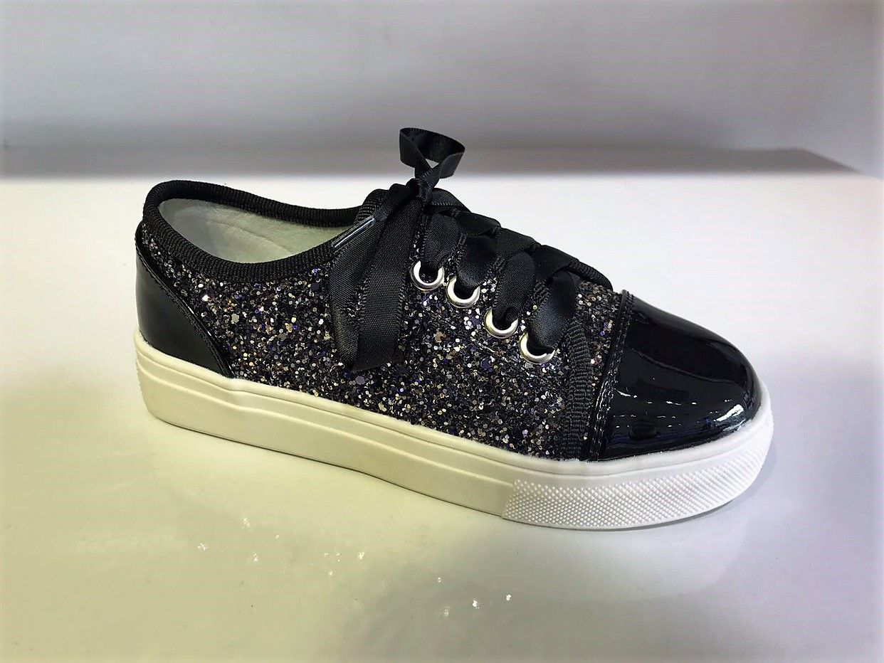 27 Pairs of Summer Shoes to Stock upOn 27 Pairs of Summer Shoes to Stock upOn new picture